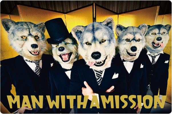金屏風の前でスーツを着て立っているMAN WITH A MISSIONの画像
